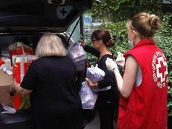 Kneginja je Crvenom krstu uručila pomoć za građane ugrožene poplavama. Pomozite i vi, pošaljite SMS na 1003!